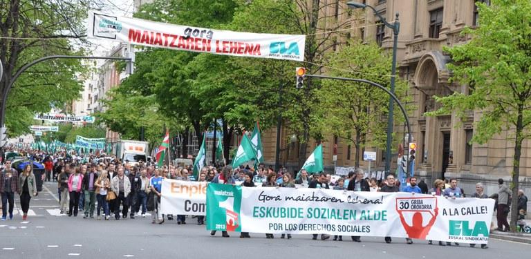 Premier Mai 2013 : ELA à Bilbo avec l'appel à la Grève Générale du 30 mai en tête de cortège