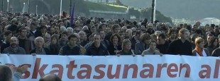 """""""Askatasunaren alde, eskubide guztiak guztiontzat"""" lelopean Donostian egindako manifestazioa (2009-10-17)"""