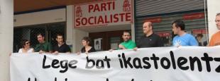 Manifestazio burua, boterean den PSF-aren egoitza aitzinean