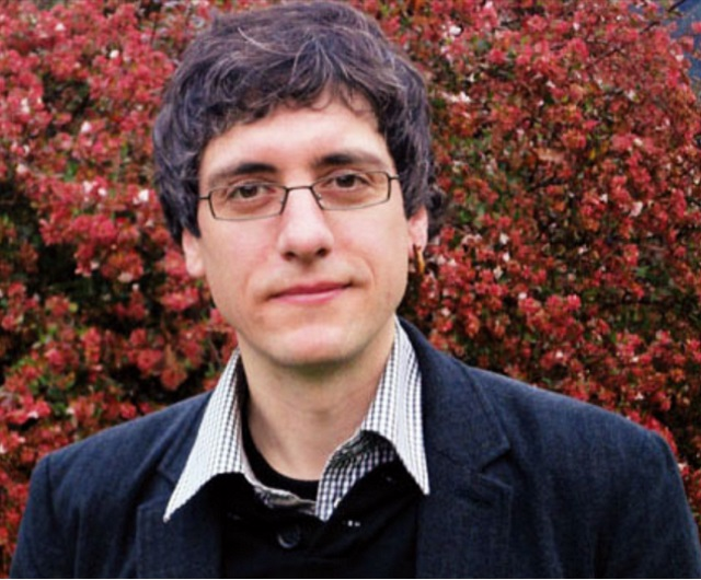 Joseba Azkarraga, Sociologue et membre de l'Institut d'études coopératives Lanki à l'Université de Mondragón ;