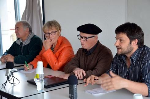 Jon et Peio Etcheverry Aintchart auteur du livre « Le mouvement Enbata. À la source de l'abertzalisme du Nord » (aux éditions Elkar), avec deux acteurs du mouvement Enbata, Christiane Etchalus et J.Louis Davant...  Ce sont quelques intervenants du Colloque.