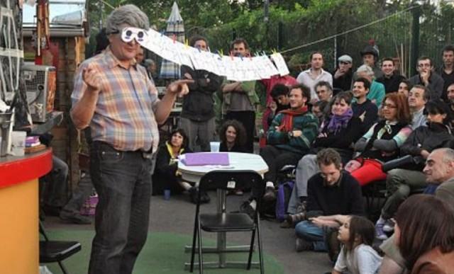 Conférences gesticulées : le fameux Grozetienne dans une conférence gesticulée sur les Villes en transition.