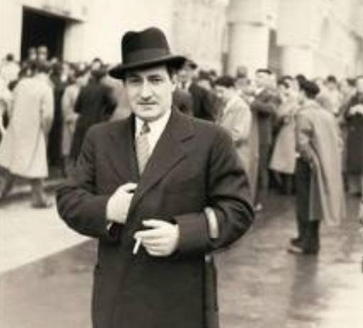 Le réfugié politique basque à des époques différentes prend le visage de trois personnes illustres: après celui du curé-guérillero Santa Cruz en 1873,  celui du premier Lehendakari J. A. Agirre en 1951