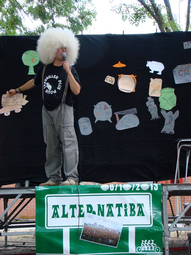 """L'appel à Alternatiba lors d'une """"Conférence gesticulée"""" (outil d'éducation populaire à mi-chemin entre le spectacle et la conférence, qui sera aussi présent à Bayonne le 6 Octobre)"""