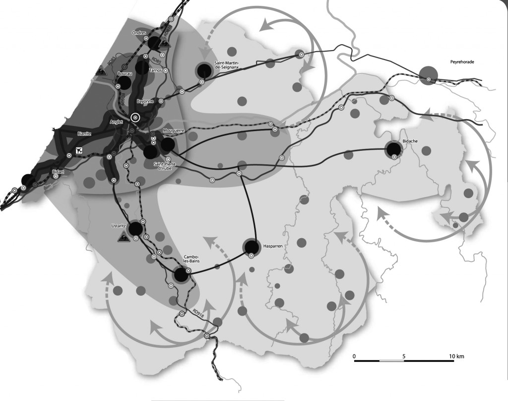 Organiser et renforcer l'offre en transport collectif entre et vers les principales villes et petites villes.