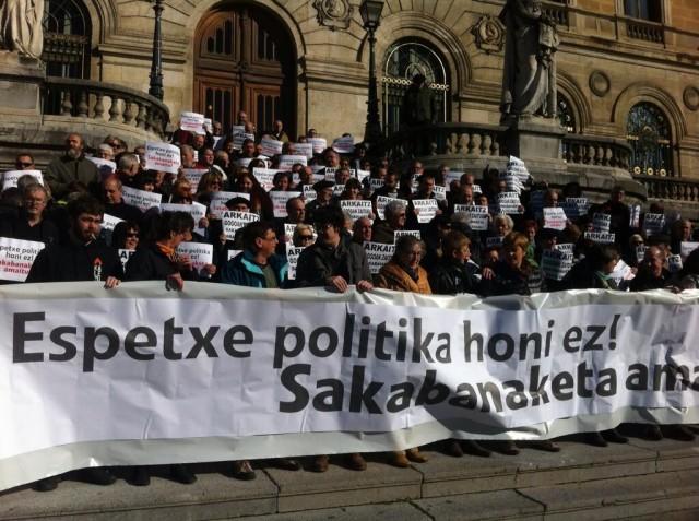 Ostiralean berean Euskal Herriko hainbat plazetan Arkait Bellon gogoan mobilizazio ezberdinak