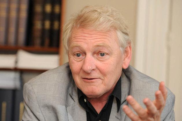 Guy Carcassonne, né le 14 mai 1951 à Paris et mort le 27 mai 2013 à Saint-Pétersbourg, est un juriste français spécialiste du droit constitutionnel, professeur des universités en droit public à l'université Paris Ouest Nanterre La Défense