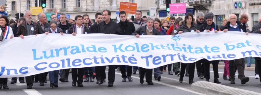 1er juin 2013,  6 000  personnes dans les rues de Bayonne pour une Collectivité Territoriale à l'appel de la Coordination Territoriale Pays Basque (Conseil des Elus et de Développement, CCI, Biltzar, Batera)