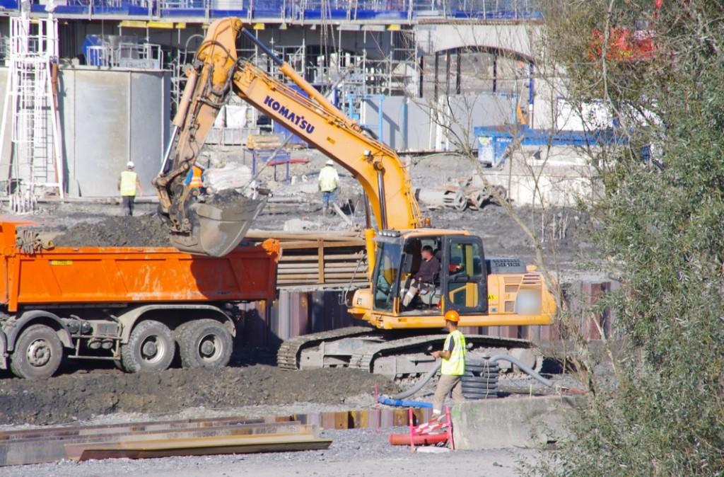 Extraction de terre sur le chantier d'IKEA (octobre 2014)