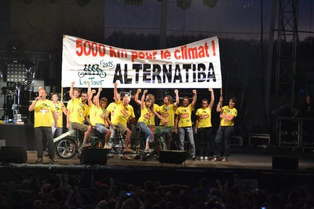 Symbole du tour Alternatiba, un tandem 4 places a été présenté aux 12 000 festivaliers d'Emmaüs Lescar-Pau, en juillet.