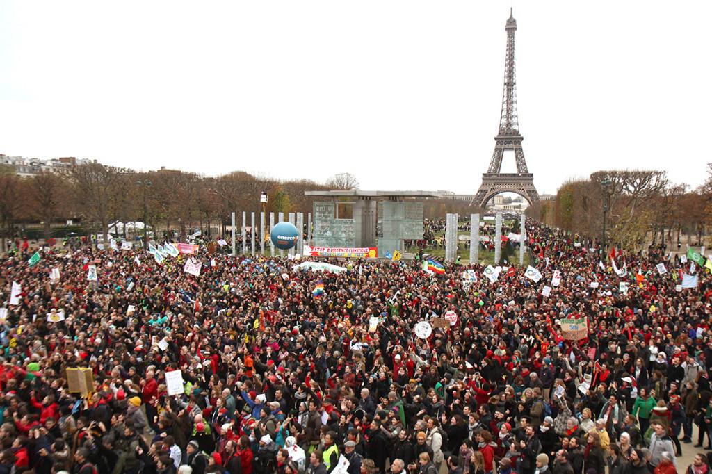 12 décembre 2015, rassemblement massif, pacifique et déterminé au Champ de Mars à Paris : +3°C, état d'urgence climatique.