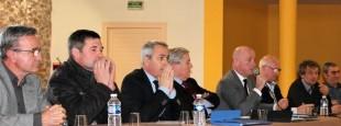 04/02/2016 Opposés à l'EPCI unique, quatre maires de l'agglo Côte Basque Adour et des élus de l'intérieur se sont retrouvés à Itxassou pour proposer leur projet