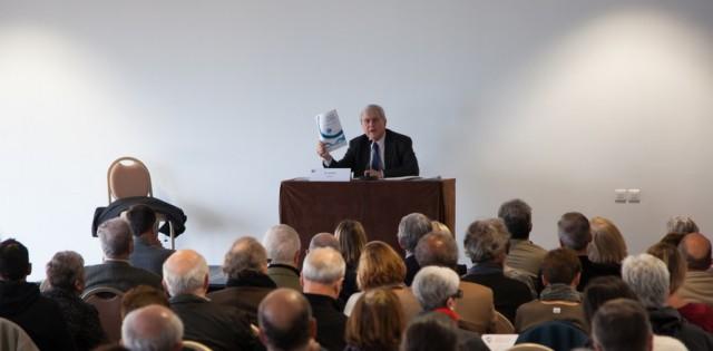 Michel Veunac Biarritzeko auzapeza, HELEP-aren aurkako bilkura publikoan.