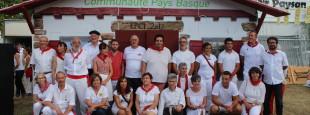 """600 personnes donnent le top départ à la campagne """"#EPCI Pays Basque Ensemble, eraiki dezagun!"""" de Batera au meeting Bayonnais de ce 27 juillet à l'occasion de l'Ouverture des Fêtes de Bayonne. Pendant 5 jours venez vous prendre en photo devant la Communauté Pays Basque."""