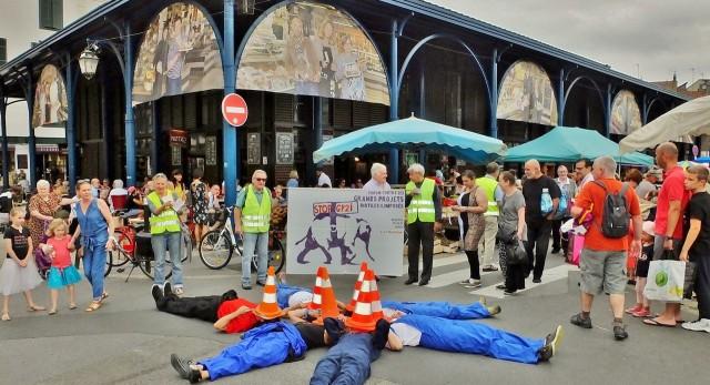 Tractage original au Marché de Bayonne pour le 6è forum international des GPII