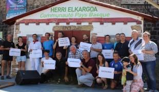 2016-08-14-BATERA-HerriElkargoaJalgiHadiPlazara-EskumenakGaratuz