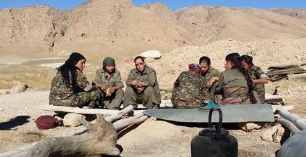 Des combattantes kurdes sur la ligne de front contre Daech.
