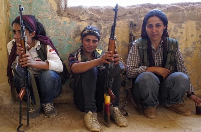 Combattantes du YPD kurde (Unités de protection du peuple) en Syrie.