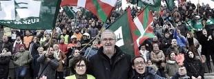 """Le Secrétaire Général du Syndicat ELA, Adolfo Muñoz """"Txiki"""" le 10 février dernier à Bilbao avec les plus de 200 représentant-e-s de grèves victorieuses menées en 2016 par le syndicat."""