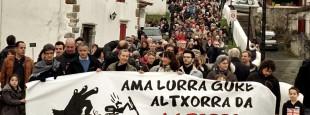 Manifestation contre les mines d'or (Espelette le samedi 11 février 2017) - Irudien Artzaina