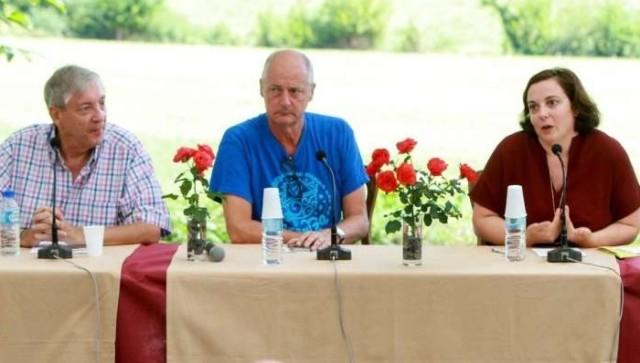 De gauche à droite, lors des Entretiens d'Intxasuseta de 2016, le professeur d'économie Michel Mouillart, le  président des Entretiens, Jean-Luc Berho et la Ministre du Logement Emmanuelle Cosse