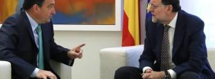 Mariano Rajoy (à droite)  à La Moncloa avec le Porte parole du PNV au Congrès Aitor Esteban (à gauche).
