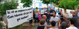 ELB et Lurzaindia ont dénoncé le 19 juillet à Arcangues une nouvelle vente spéculative qui montre en outre l'indécence des puissants.