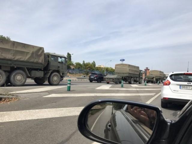 Depuis sa base de Saragosse, l'armée de terre envoie le 3 octobre vingt véhicules à Barcelone, en soutien logistique à la Guardia Civil