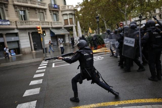Les forces anti-émeutes tirent à bout portant, les balles de gommes feront de nombreux blessés.