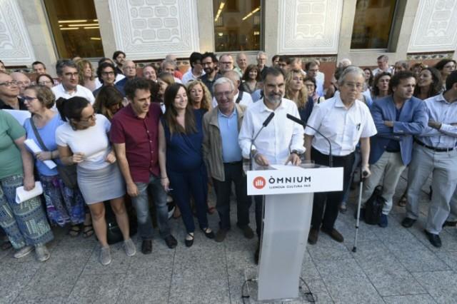 Omnium Cultural, née en 1961 compte 68 000 membres et oeuvre en faveur de la langue et de la culture catalanes.