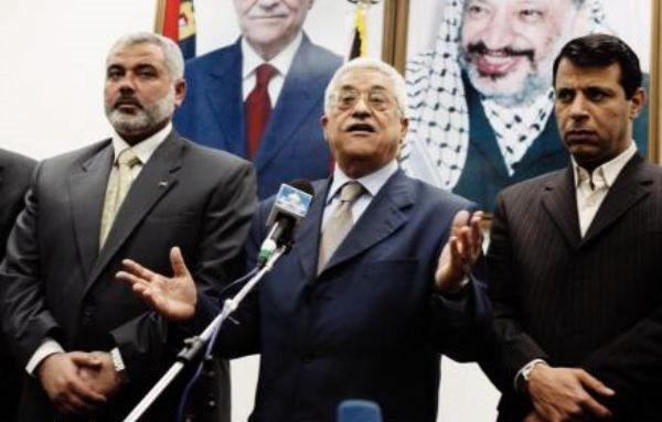 De gauche à droite :  Ismail Haniyeh (Hamas), Mahmoud Abbas (Autorité Palestinienne) et Mohammed Dahlan.