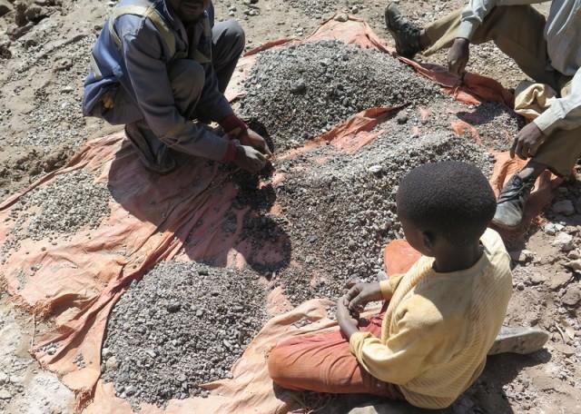 Le travail des enfants derrière la production de smartphones et de voitures électriques