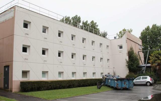 """""""Ainsi à Pau, il y a 70 chambres pour accueillir 140 personnes (dont des familles) sans cuisine, ni lieux collectifs, avec la nourriture fournie par la banque alimentaire."""""""
