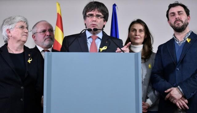 Carles Puigdemont lors d'une conférence de presse à Bruxelles après les élections du 21 décembre 2017.