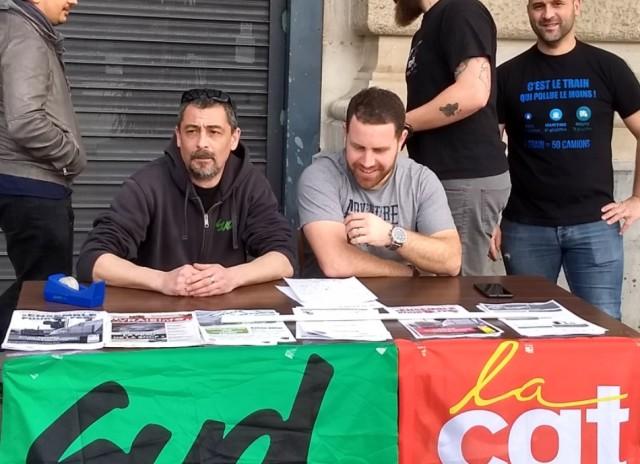 Peio DUFAU à droite sur la photo, CGT Cheminots, lors d'une conférence de presse à la Gare e de Bayonne.