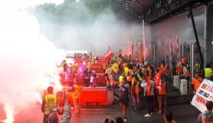Jeudi 19 avril, avec le soutien de Bizi et du chanteur de HK & les Saltimbanks, les Cheminots du Pays Basque ont animé la manifestation interprofessionnelle qui a rassemblé plus de 1200 personnes
