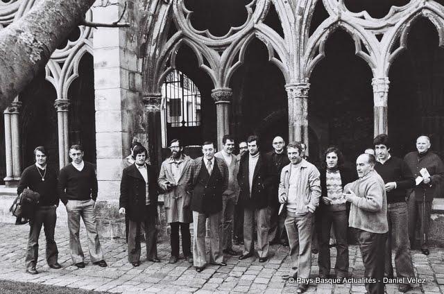 Monzon (eskuin), Baionako Katedraleko gose grebalariei sustengua ekartzen