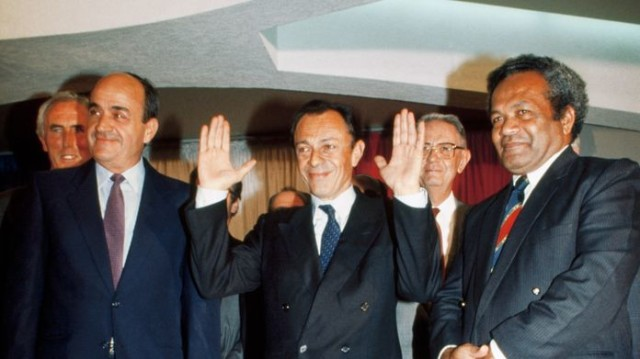 Jacques Lafleur, Michel Rocard, Jean-Marie Djibaou Matignoneko ituna izenpetzeko egunean.