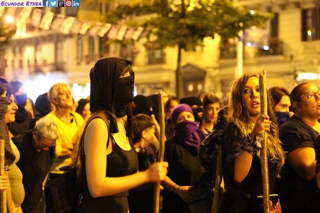Passage du collectif féministe d'autodéfense dans la txosn Moskotarrak vendredi 24 août.