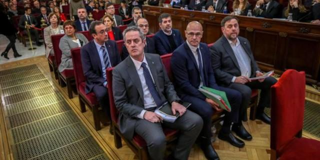 Le 12 février, la Cour suprême ouvre le procès des douze dirigeants accusés de rébellion, sédition, malversation de fonds publics et désobéissance.