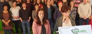 Laetitia Navarron et Anita Lopepe présentent les ambitions du mouvement abertzale pour les élections 2020 le samedi 30 mars à Mendionde où plusieurs dizaines de personnes se sont réunies pour préparer collectivement les élections municipales et communautaires.