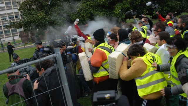 Pendant trois jours, des centaines d'activistes harcèlent le sommet de Pau et montrent tout le potentiel de l'action non-violente.