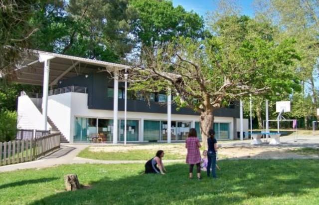 L'Ikastola Itsas-Argia de Biarritz, à l'architecture évolutive, a été inaugurée en 1994.
