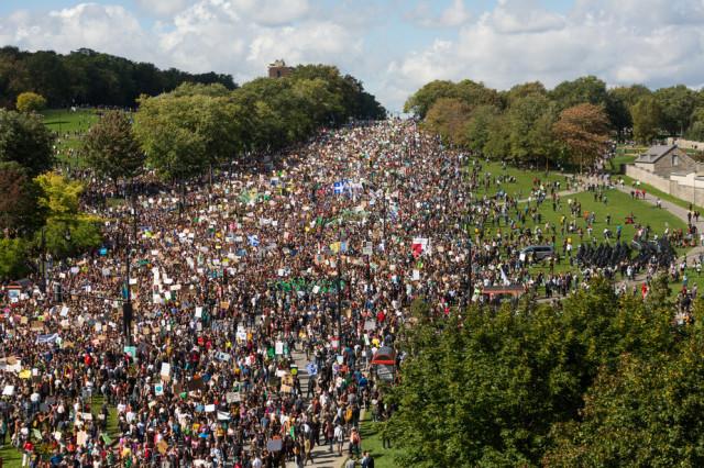 «Près d'un demi-million» de manifestants dans les rues de Montréal  pour la Marche Climat de septembre 2019