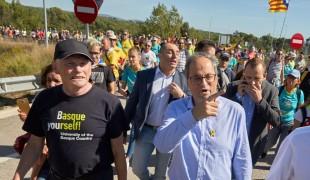 Aux côtés de Quim Torra, Juan José Ibarretxe participe le 16 octobre à un défilé pacifique bloquant l'autoroute A7.