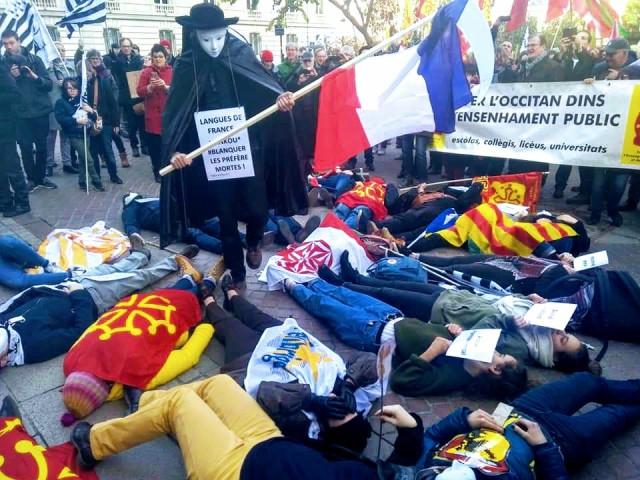 Mobilisation   « Pour que vivent nos langues » à Paris  le samedi 30 novembre. Toutes les langues ensemble pour arracher une loi « langues régionales » et l'imposer au Ministère de l'Education.