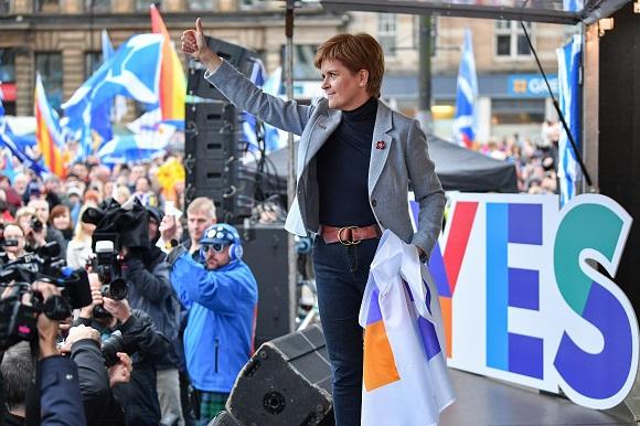 La Première ministre écossaise Nicola Sturgeon, le 2 novembre 2019, lors d'un rassemblement pro-indépendance, le premier auquel elle participe depuis le referendum de 2014.