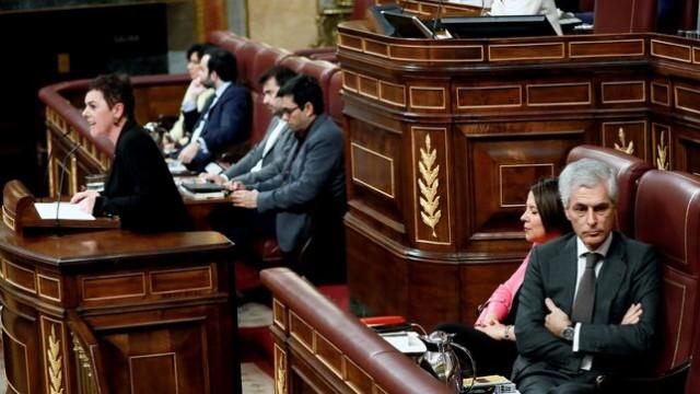 Mertxe Aizpurua au Parlement sous les insultes de la droite.