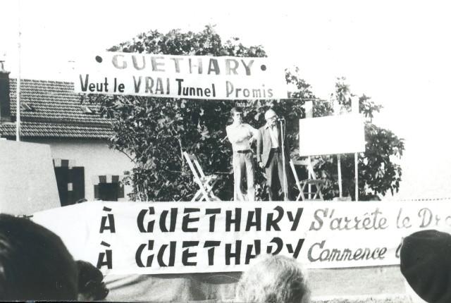Le 7 septembre 1975, sur l'estrade du meeting à Guéthary, Pierre Lebaillif et Bernard Charbonneau.