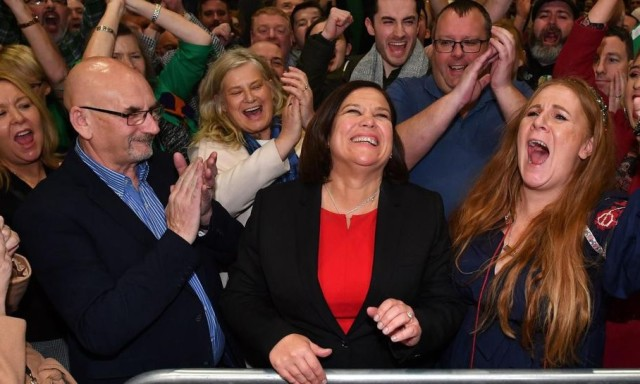 """Mary Lou McDonald savoure """"un jour historique pour l'Irlande du Nord""""."""
